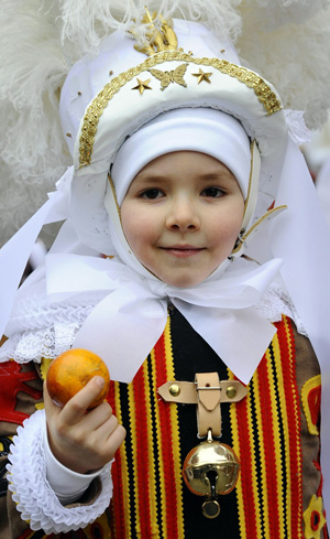 traditional-dress-in-Belgium.jpg