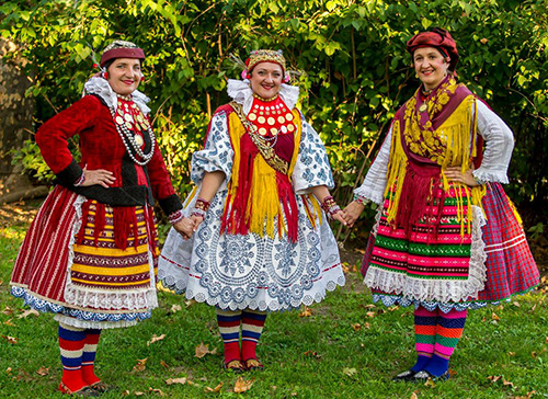 Women-in-folk-costumes.jpg