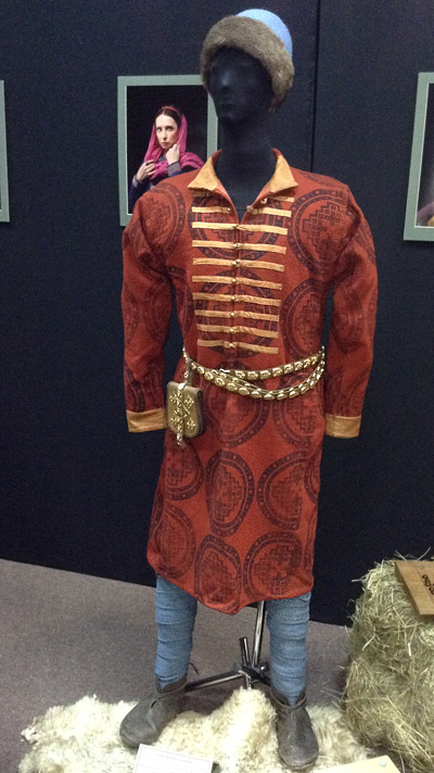 Clothes-of-a-wealthy-man_Ukraine.jpg