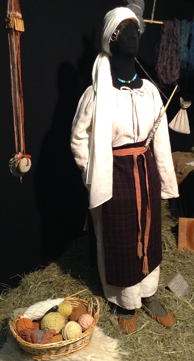 Clothes-of-a-peasant-woman.jpg