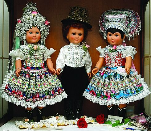 Slovak dolls.jpg